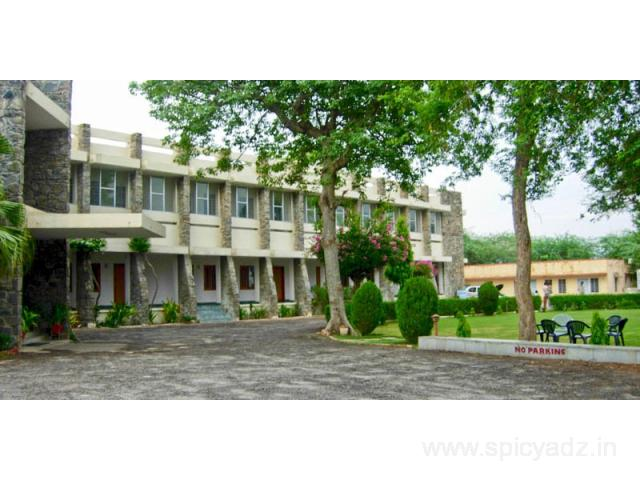 Get Sanctuary Tourist Lodge in Bharatpur with Class Accommodation.