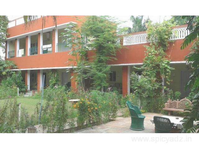 Get Jungle Lodge in Bharatpur with Class Accommodation.