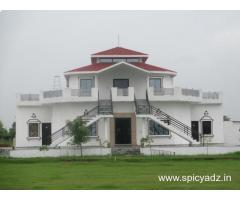 Get United-21 Lake City Resort in,Udaipur with Class Accommodation.
