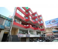 Get Hotel Deluxe Plaza in,Agra with Class Accommodation.