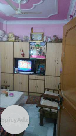 Well maintained corner flat with all amenities in Delhi